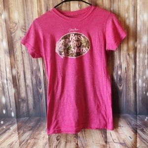 🏈Bass Pro Shop tee size small